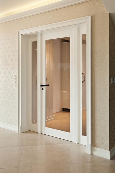drzwi drewniane z dwoma naswietlami