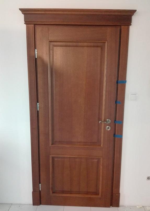 drzwi drewniane z montazem