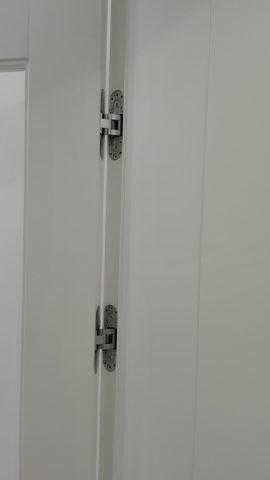drzwi z ukrytymi zawiasami